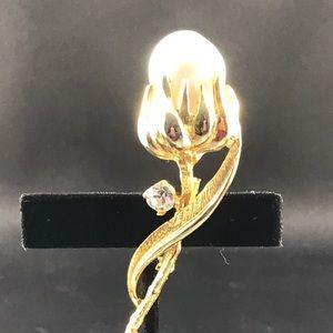 Vintage Jewelry - Vintage pearl flower brooch